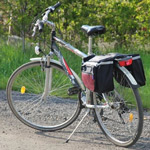 Razna oprema za kolesa in kolesarjenje.