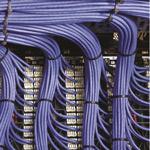 Razni pripomočki za urejanje kablov (organizatorji kablov) oz. po angleško cable management.